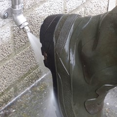 Suevia Laarzenreiniger met 100 cm buis en kogelkraan
